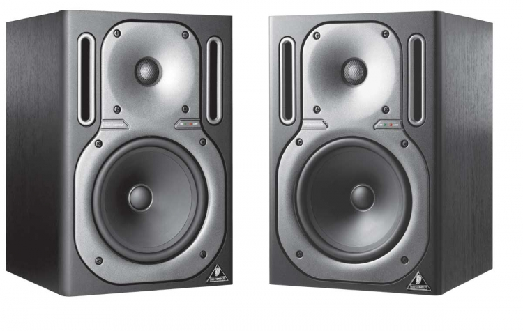 Behringer TRUTH B2030A High-Resolution, Active 2-Way Reference Studio Monitor Set